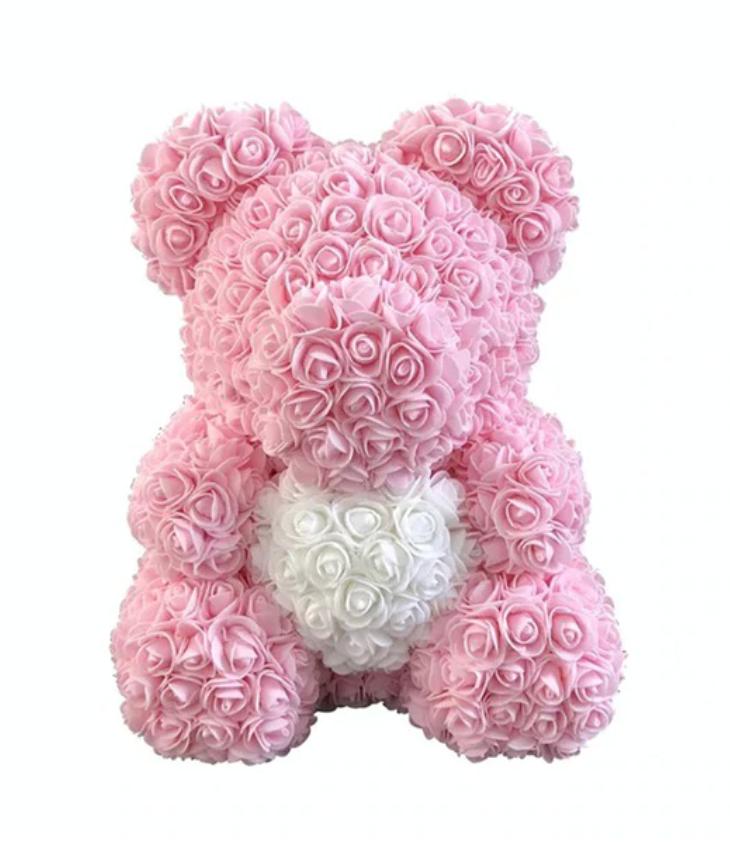 oso gigante hecho de rosas