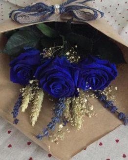 ramo preservado de rosa azul