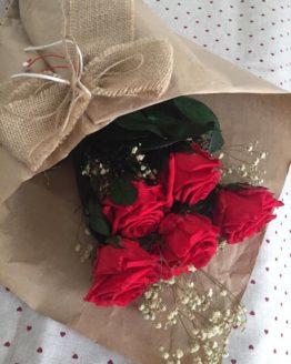 ramo de rosas preservadas rojas