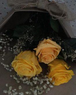 ramo de rosas preservadas amarillas