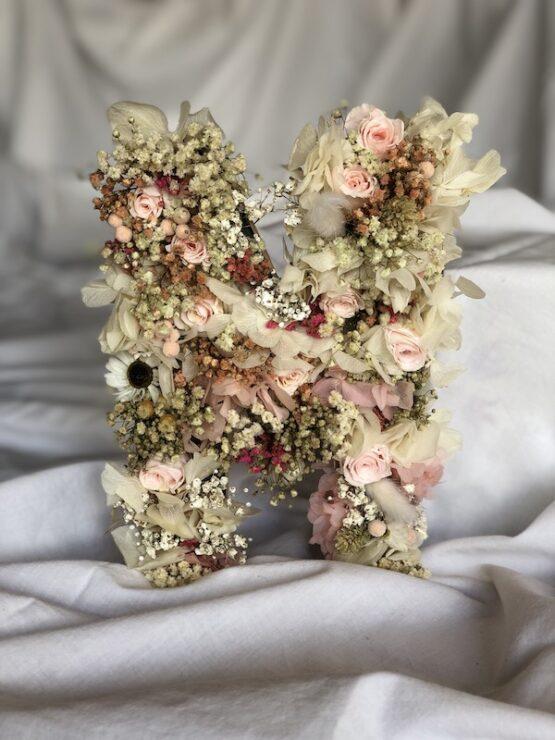 letras con flores preservadas