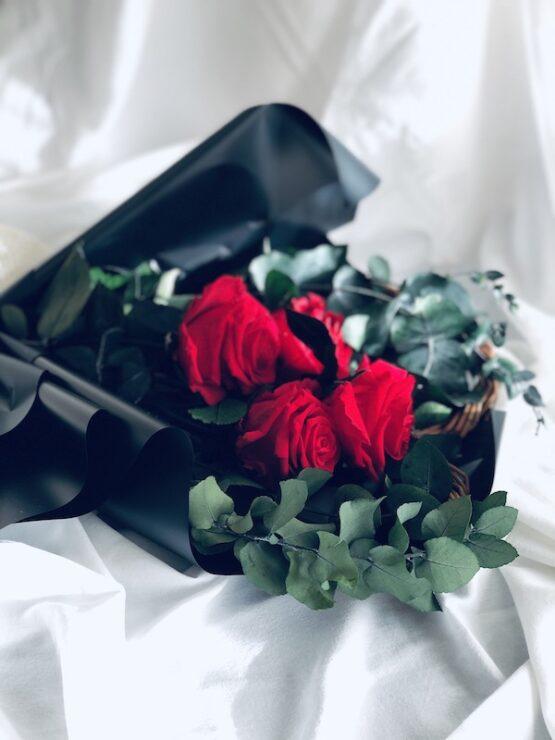 ramo rosas preservadas rojas